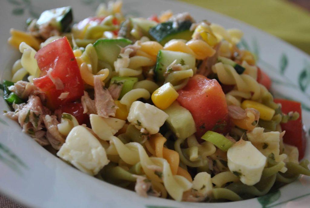salade de p 226 tes aux tomates cerises basilic et parmesan recette az