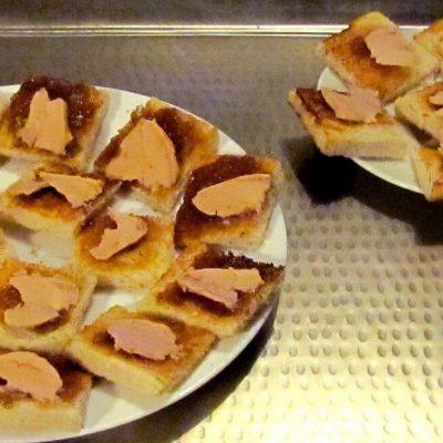Toast au foie gras et à la rhubarbe
