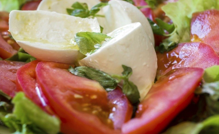 régime méditerranéen mozzarella-tomates-huile-olive