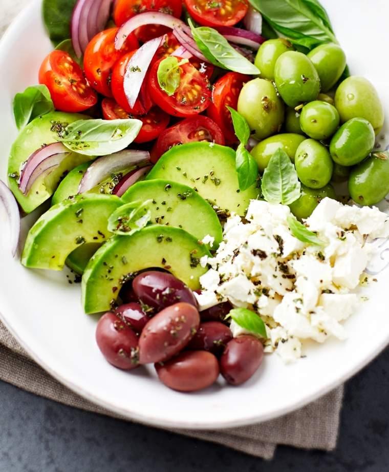 régime méditerranéen salade-olives-fromages