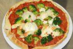 Pizza au thon, tomates et brocolis