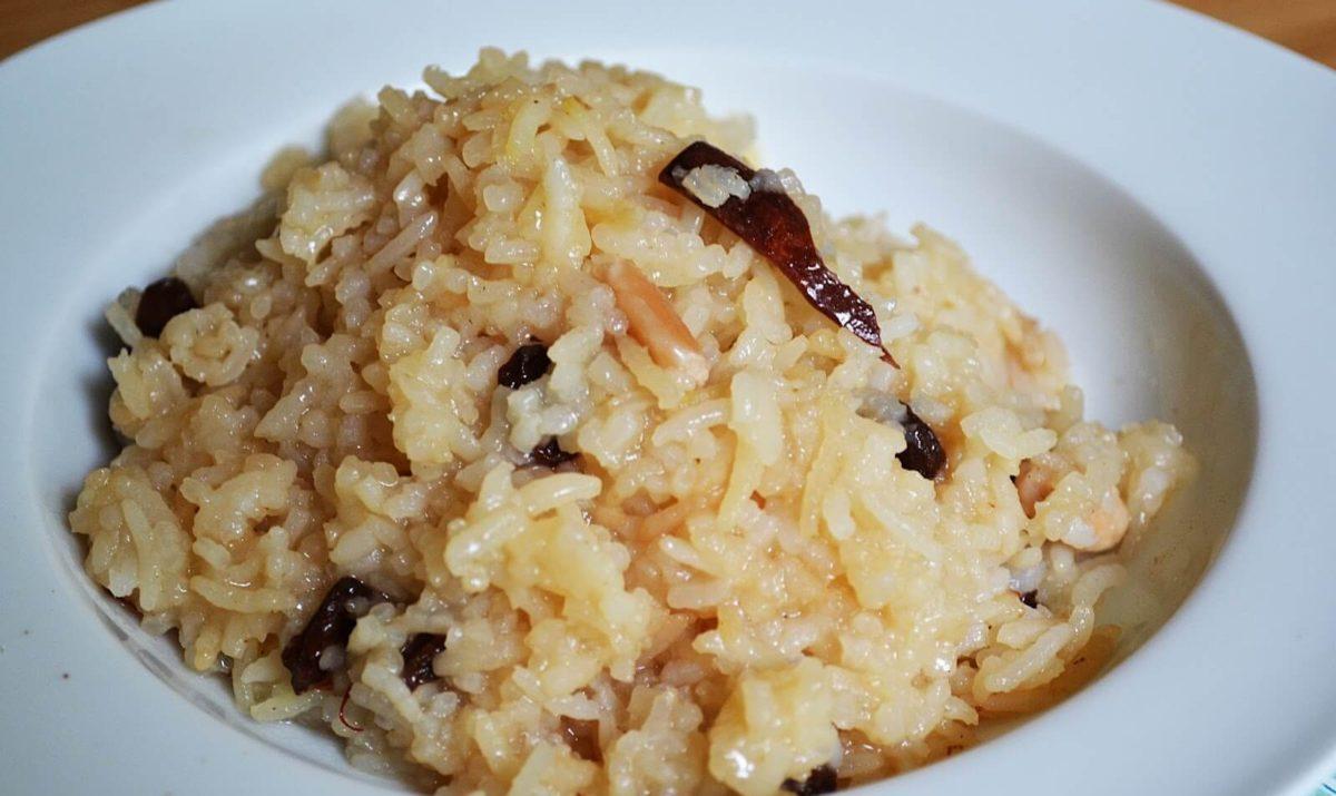 Riz aux fruits secs et aux épices