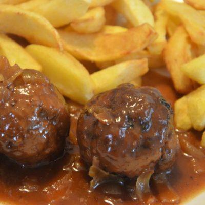 Boulettes à la sauce liégeoise