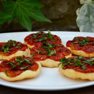 Petites Tartes Tapenade – Tomates cerises