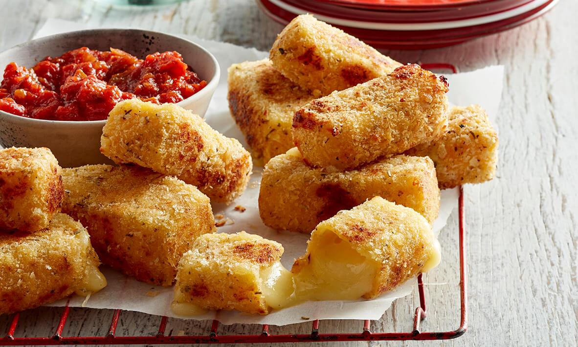 Bâtonnets de mozzarella à la sauce tomate au piment