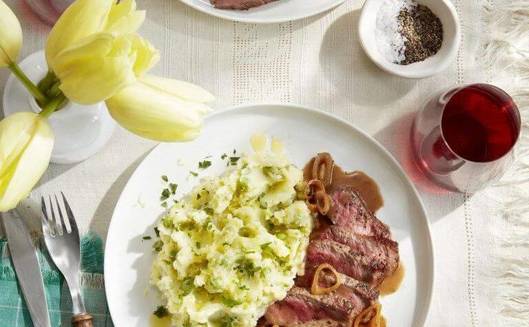 Tranches de steak avec purée de pommes de terre au citron