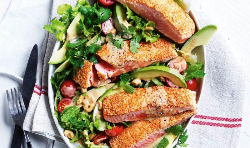 Salade de saumon avec vinaigrette au sésame