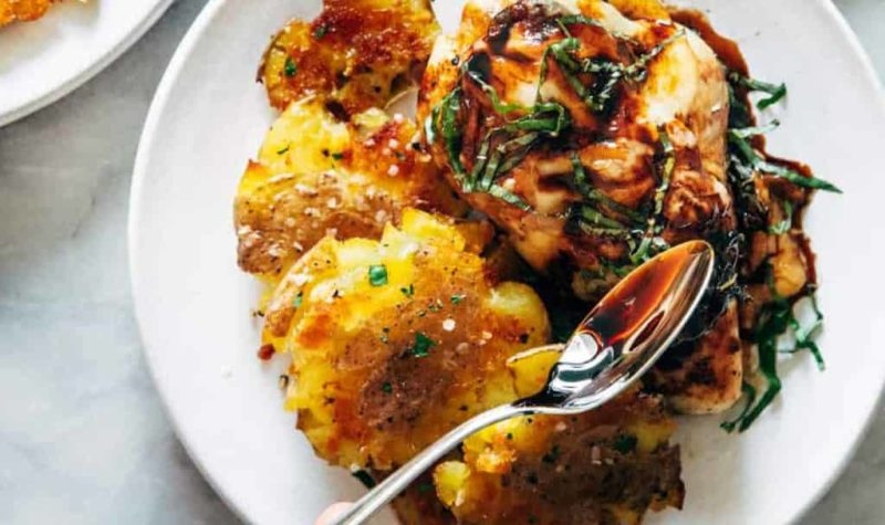 Poulet à la Caprese avec pommes de terre écrasées